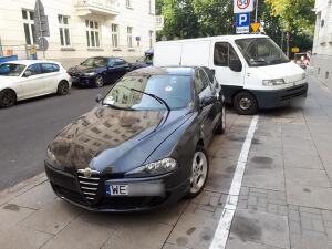 Zaparkował przepisowo, ukarali go naklejkami