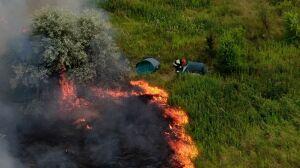 Pożar traw na Annopolu. Ogień zmierzał wprost ku namiotom