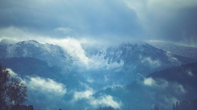 Wypadek w Tatrach. Po mężczyznę przyleciał śmigłowiec TOPR