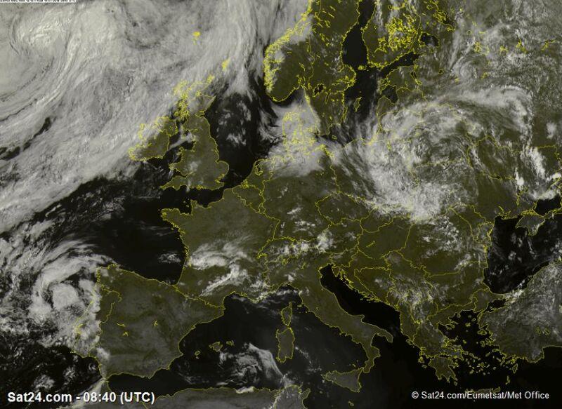 Zdjęcie satelitarne Europy z godz. 10.45 (sat24.com/Eumetsat/Met Office)
