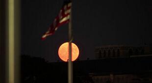 Lipcowa pełnia Księżyca była inna z powodu pożarów